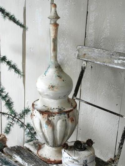 Gammaldags stor spira i metall vit antikpatinerad Jeanne d'Arc Living shabby chic lantlig stil