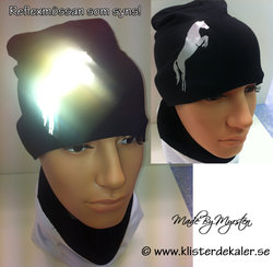 Hat with reflective horse 4