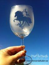Rödvin glas 2 Islandshäst med slinga