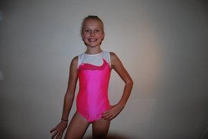 Trefärgad gymnastikdräkt i flera färger