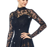 Långärmad klänning svart med spets från Sagester