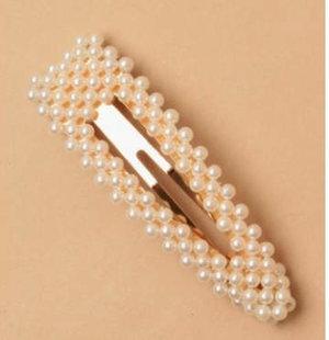 Hårspänne med i guldmetall med pärlor