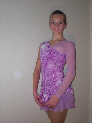 Rosa klänning med asymetrisk skärning