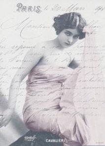 Kvinna i Paris   storlek ca 14X9 cm
