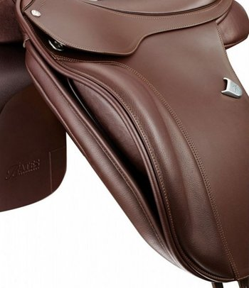 Bates Dressage Cair NEW