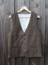 Väst i Brun-Tweed