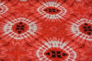 röd botten med vitt batikmönster