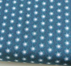 Blå botten med mönster i vitt och blå toner