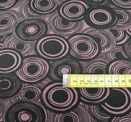 ljusgamelrosa botten med svart mönster