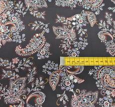 svart boten med mönster i många olika toner