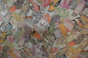 Digitaltryckt  sammet med vackra fåglar i många färger ljus botten