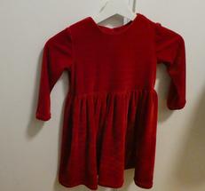 röd klänning i mjuk plych
