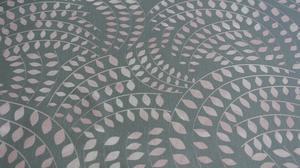 grå botten med rosa cirklar