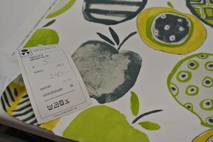 ljus botten med äpple i grönt och grått