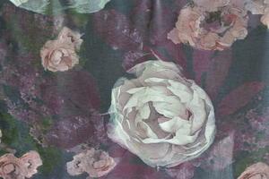 svart botten pioner i rosa toner