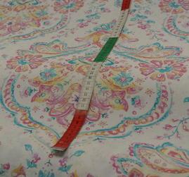 ljus botten med kurbits mönster i pasteller