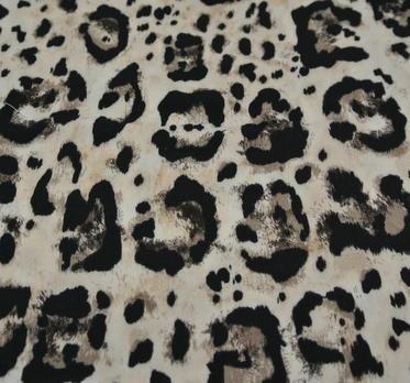 Ljus botter med leopardmönster i svarta toner