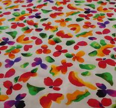 Singeljersy. ljus botten med  multuifärgade blommor