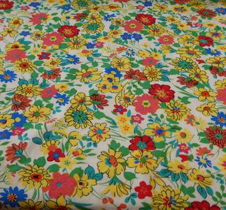singeljersy .ljus botten med sommar blommor i många färger