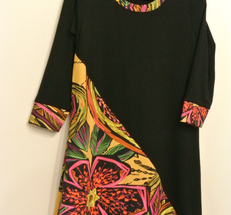 Klänning sydd i  svart viskos och art nr 102668