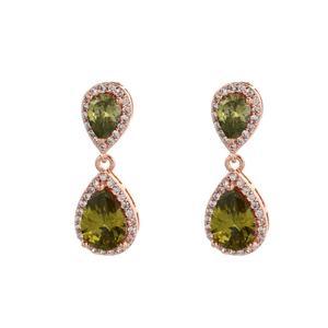 Rose örhängen med gröna stenar