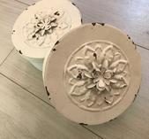 Plåtburk med vit blomma 8 * 14 cm
