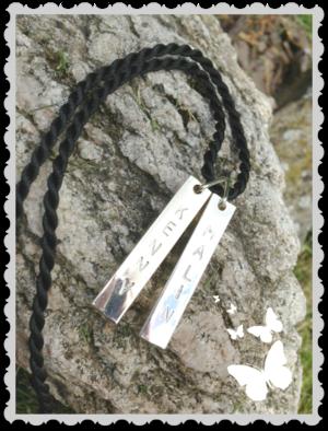 Halsband med två stavar By Keit
