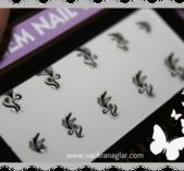 Stickers med svart blomtribal samt sten