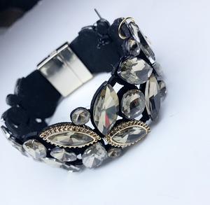 Underbart armband från Gemini med läckra stenar