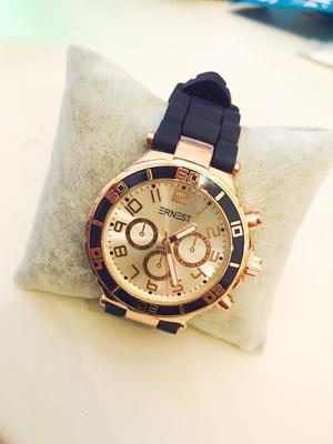 Klocka med blått armband
