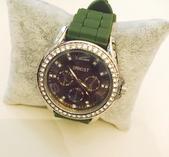 Klocka med grönt armband