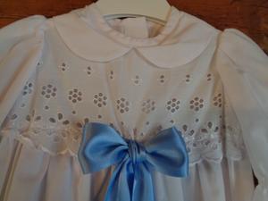 Dopklänning med blå band