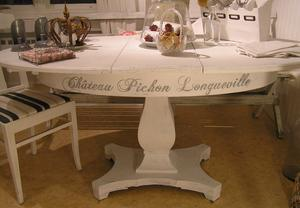 Ovalt pelarbord/matbord med franska vinnamn