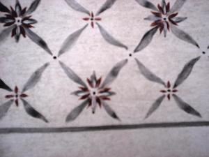Närbild dekor på nyrokoko-bord