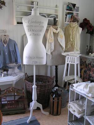Provdocka Vintage Haute Couture vit shabby chic