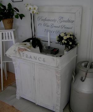 Kommod Parfumerie Gaultier