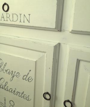 Skänk sideboard med fransk text