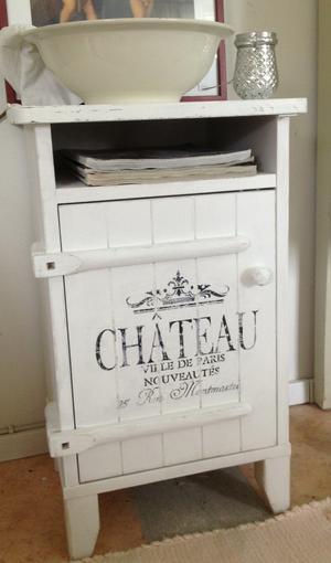 Pimpat Englesson-sängbord med fransk text
