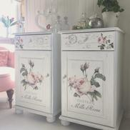2 st sängbord Mille Roses med rosor