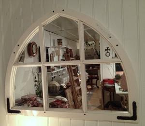 Spegel i gotisk form