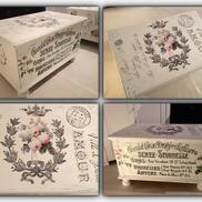 Kista soffbord med chokladreklam och rosor