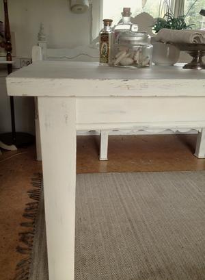 Stort rustikt matbord i fransk lantstil