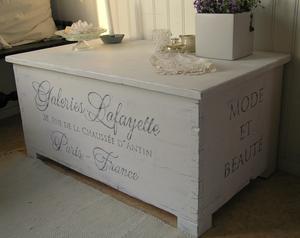 Kistbord sideboard franska texter på fyra sidor
