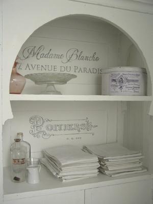 Nätt ovanligt jugendskåp Madame Blanche
