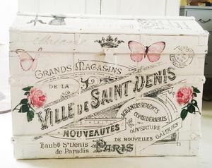Kista shabby chic med franska texter och rosor