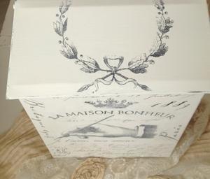 Brevlåda i plåt med fransk dekor
