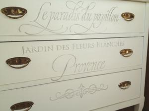 3-lådig byrå med fransk text Le paradis du papillon