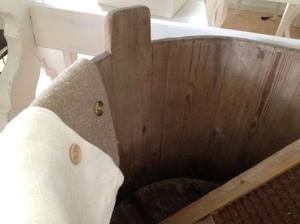 Stort barnbadkar i trä / bykkar