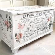 Romantisk kista med rosor, franska texter m m