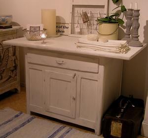 Antikt allmogebord köksö sideboard
